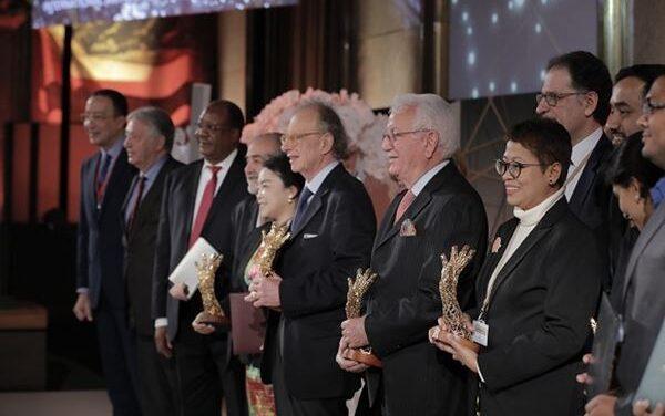 Gherardo Colombo riceve il 'Premio ONU International Ace Award' per una vita spesa contro la corruzione
