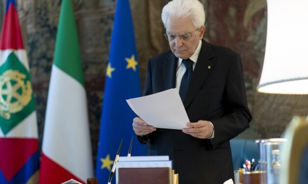 19° anniversario dell'assasinio di Marco Biagi. Mattarella: «Il terrorismo è stato sconfitto dall'unità del popolo italiano»